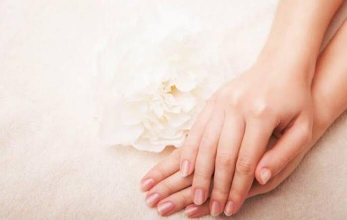 Parmak üzerindeki tüyler güzelliği gölgeler mi?