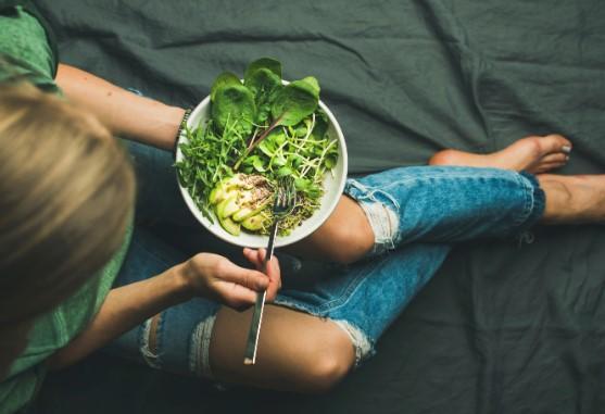 Regl döneminde daha iyi hissetmek için beslenme şeklinizi değiştiriyor musunuz?