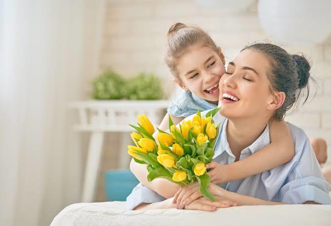 Anneler gününde hediye almak yerine anneye para vermek uygun olur mu?