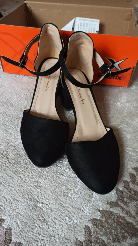 Bu elbisenin altına hangi ayakkabı gider ?