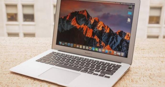 Macbook hakkında bilginiz varsa hangisini almam gerektiği konusunda yardım eder misiniz?