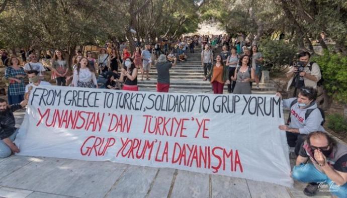 Yunanistanın 🇬🇷 Türk 🇹🇷 Sanatçılarının özgürce şarkılarını söyleyebilmeleri için hazırladığı dayanışma videosunu izlediniz mi?