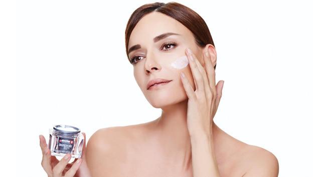 Gece uyumadan önce cildinize yaptığınız bakımlar nelerdir?