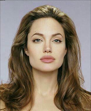 Angelina Jolie sizce güzel mi?