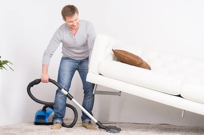 Ev işlerini kadın erkek beraber mi yapmalı yoksa erkekler bu işten uzak mı durmalı?