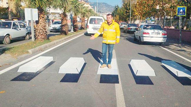 Sizce 3D yaya geçid yöntemi Türkiye'deki araç sürücülerinin durup yayalara yol vermesi açısından teşvik edici olabilir mi?