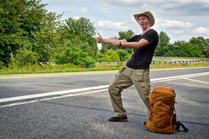 Sizce otostop yapanın mı yoksa arabasına alanın mı riski daha fazladır?