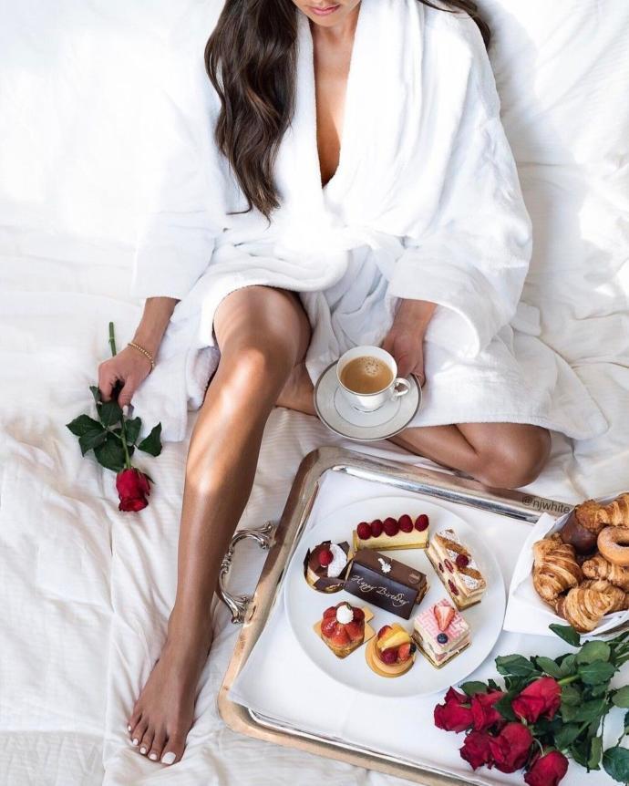 Yatağına kahvaltı getiren erkek mi yoksa karantinada sana luppo getiren mi daha romantik?