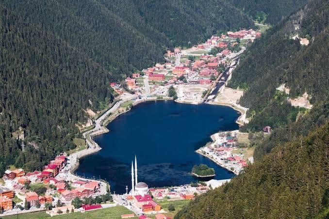 Trabzonda ki Uzun Gölü bilmeyenimiz yoktur. Yeni hâlimi yoksa eski hâlimi tercihiniz?