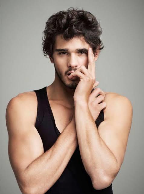 Kızlar, Anket... Hangi erkekler daha çekici?