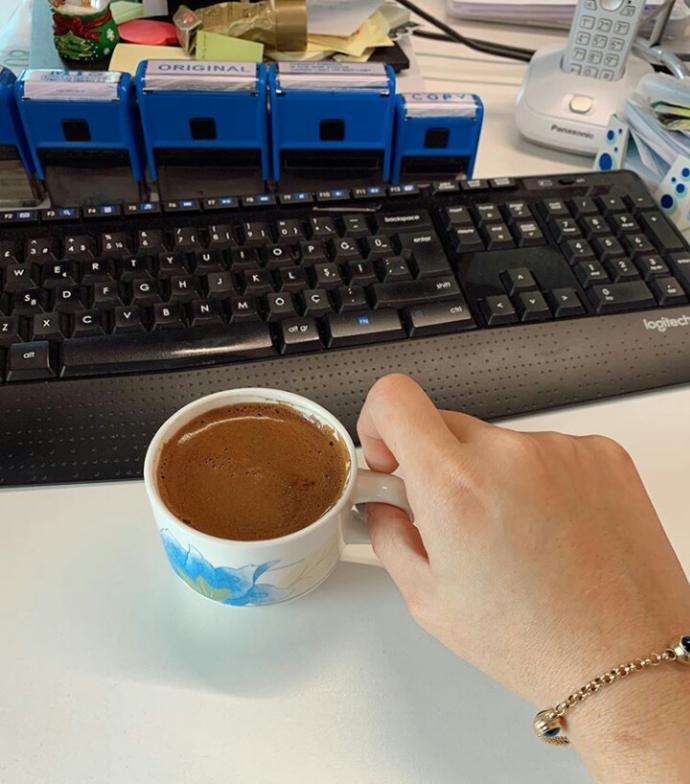 İşten kafasını yeni kaldıranlar😀 Acı bir kahveyi hakettim
