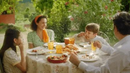 Hep anne sözü dinliyoruz, babamıza sürpriz yaparken bile! Annenin Babalar Günü için verdiği taktik hangisi olur?