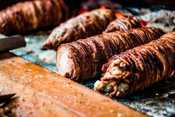 Hangi sokak lezzeti? Kokoreç mi midye tava mı?