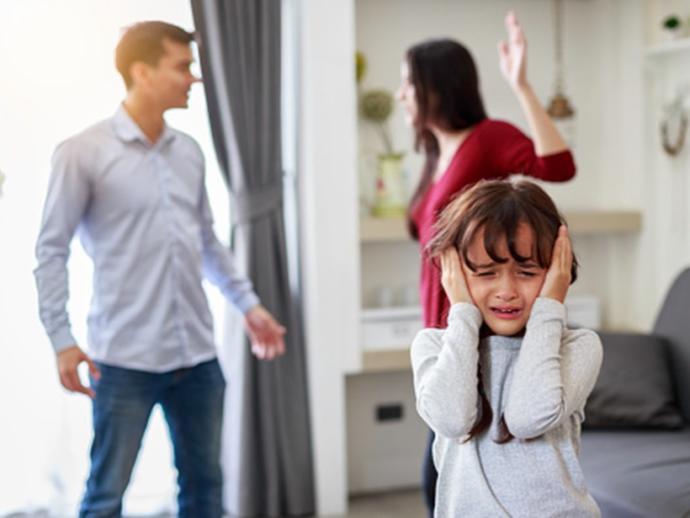 Çocuklar anne / babadan korkmalı mı?