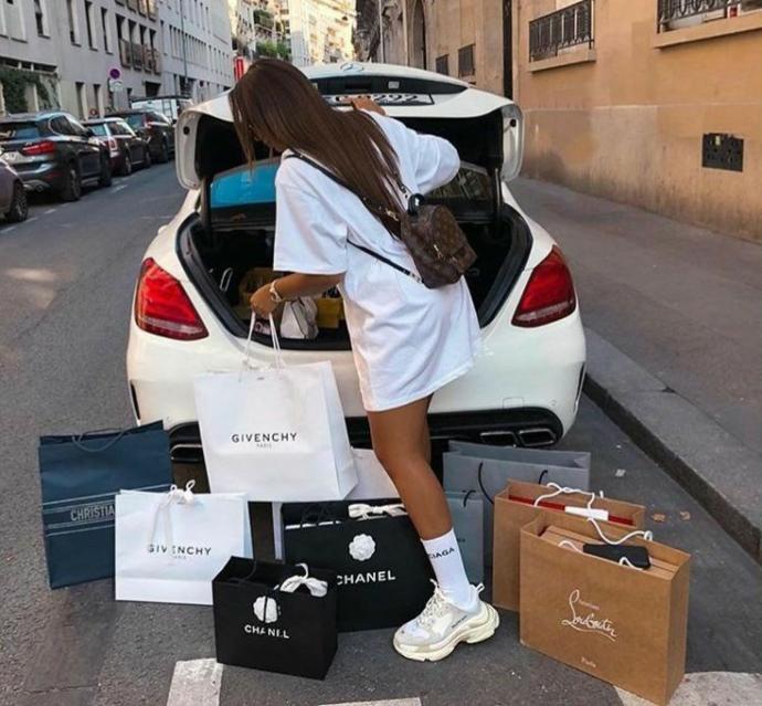 Alışveriş yapmak aylık harcamalarınızın yaklaşık yüzde kaçını oluşturuyor?
