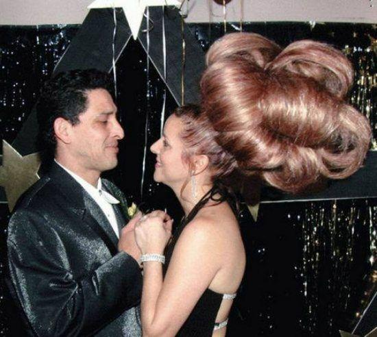 Abartılı makyaj mı kadınları yerin dibine sokar, abartılı saç mı?