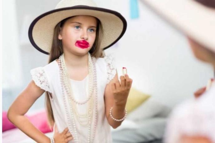 Dışarıda bir çocuğu makyajlı şekilde görseniz tepkileriniz ne olurdu?
