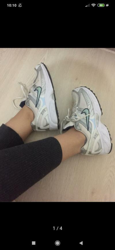 Bu ayakkabının modelini bilen var mı? Nike?