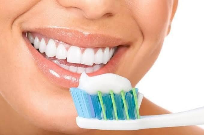 Dişlerinizi günde kaç kere fırçalıyorsunuz dış ve ağız bakımınıza önem veriyor musunuz?