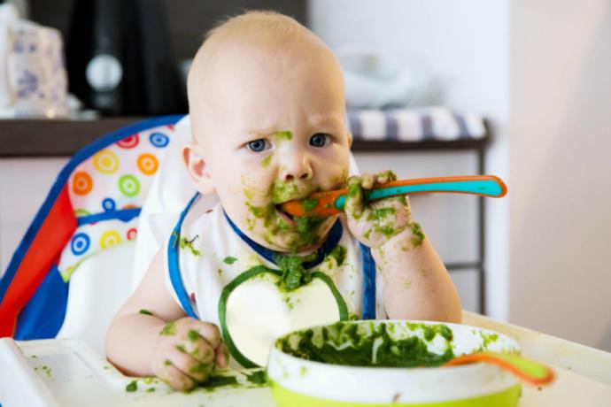 Bebeklerde ek gıdaya ne zaman geçilir ve ne kadar verilmelidir?