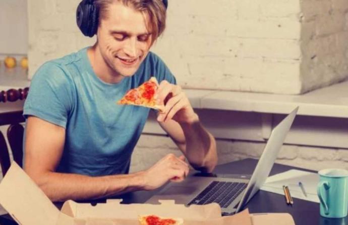 Yemek yerken müzik dinlemekten hoşlanır mısınız?