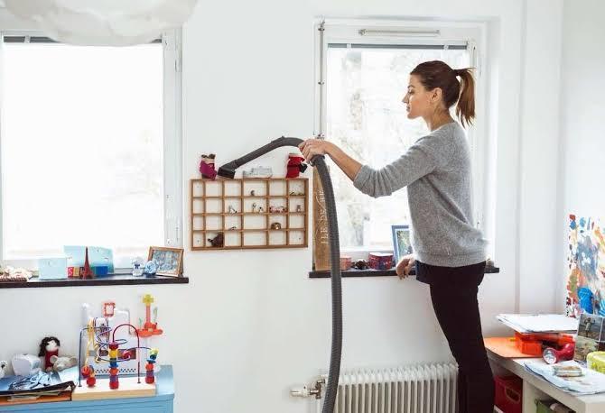 Ev temizliğinize laf eden kayınvalidenize ilk tepkiniz ne olur?