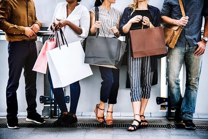 Alışveriş yaparken kadınlar mı tutumlu davranır, yoksa erkekler mi?