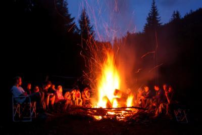 Kamp ateşi başında söylenebilecek şarkı önerilerinizi benimle ...