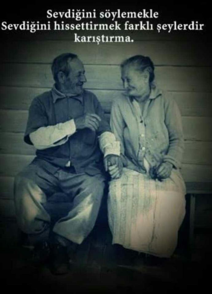 Sevdiğini hissetmek mi değerlidir. Yoksa sevdiğini söylemek mi?