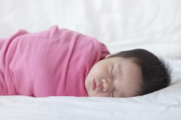 Bebek nasıl kundaklanır? Kundak kemik gelişimine zarar verir mi?
