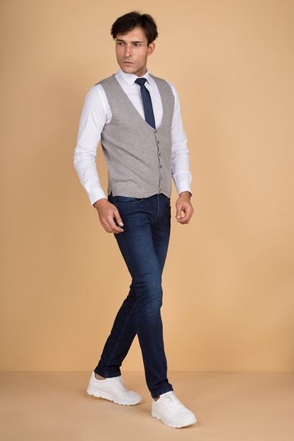 Erkek Gri Kot Pantolon Üzerine Ne Giyilir? Kombin Önerileriniz Var mı?