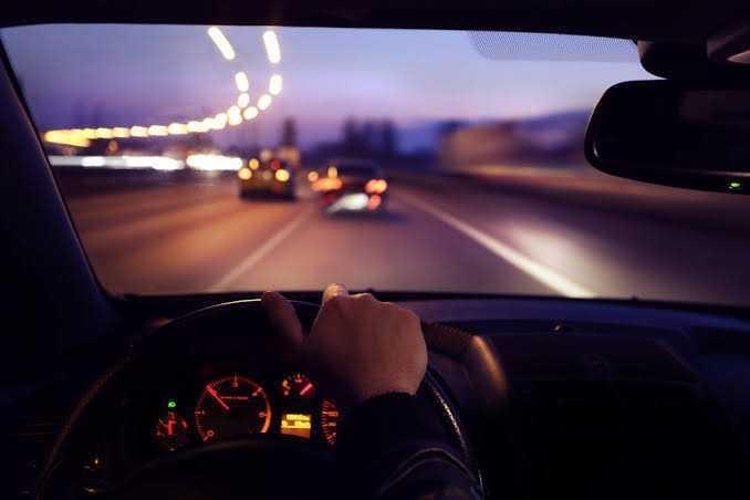 Gece yolculuklarında ne tür şarkılar dinlersiniz?