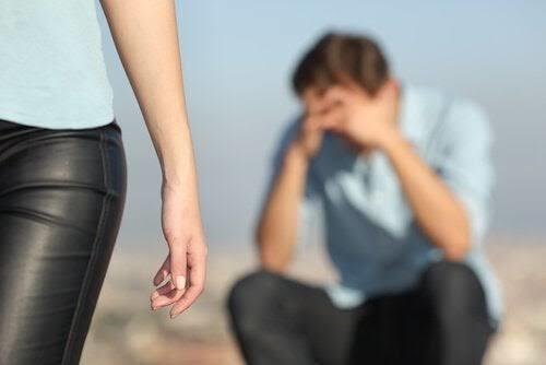 Kendini sev benim yerime , ben beceremedim diyip giden sevgiliye cevabınız ne olurdu?