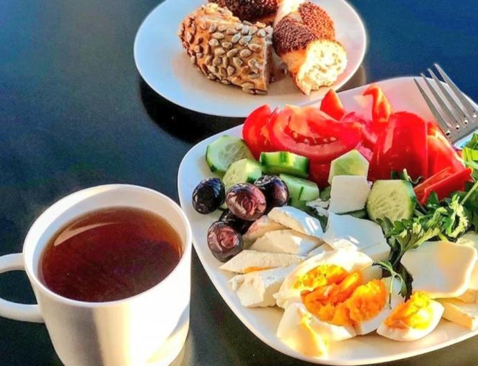 Kahvaltı günün en onemli öğünü kahvalti etmeden evden çıkmayın,😋😋Benim icin tabiki dış guzellik onemli organ mafyasi miyim ben bana ne ic güzellikten 😈😈