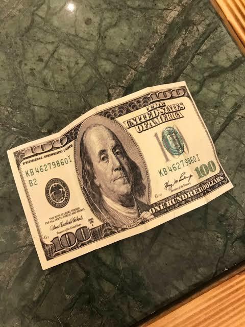 Yerde 100 dolar buldun ne yaparsın?