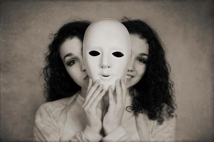 """""""Maskeyi"""" tercih eder olduk zamanla.."""