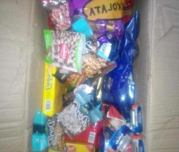 Hoşlandığım kıza şöyle bi hediye paketi yaptım sizce başka neler koymalıyım?