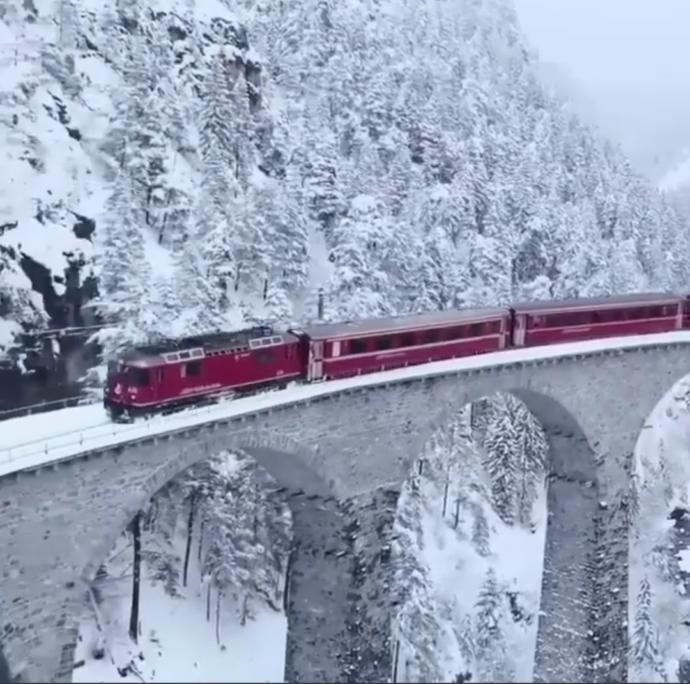 Böyle bir trene binip rastgele bi yere gitmek istermiydiniz?