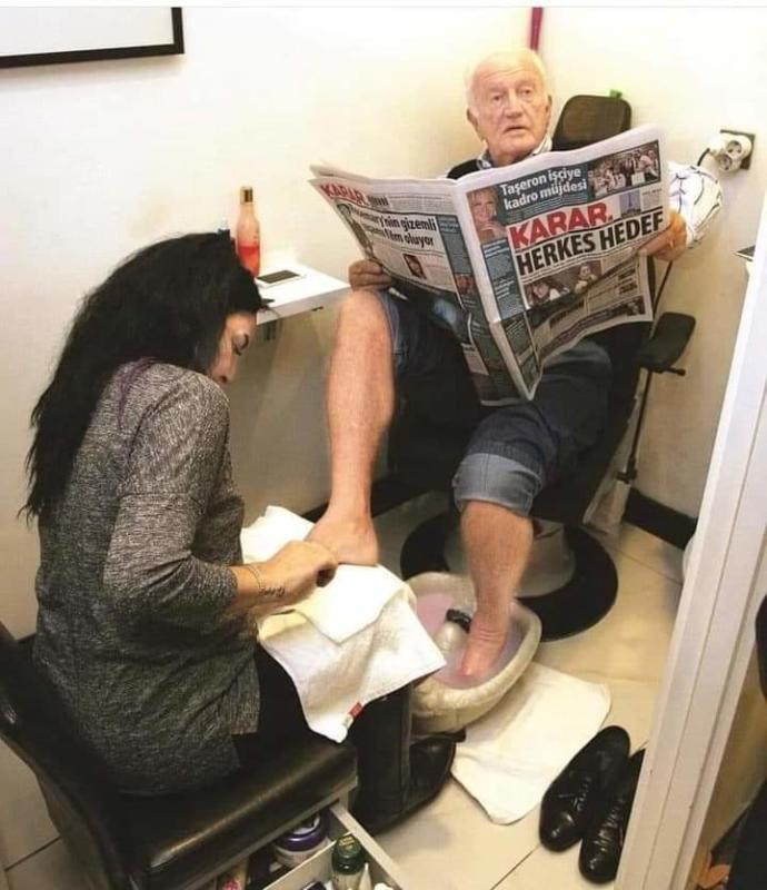 Kocasının Ayaklarını Yıkamayan Kadınlar?
