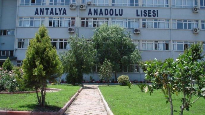 Antalya Anadolu Lisesi müdürü kanunları dinlemedi, okulda karma eğitimi sonlandırdı! Ülkede kanunlar sadece halka mı var?