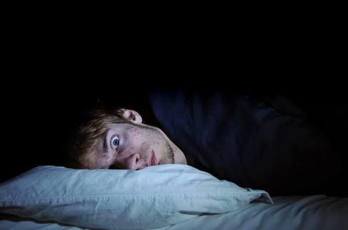 Uyuyamadığınız zaman başkarınıda uykusundan ettiğiniz oluyor mu?