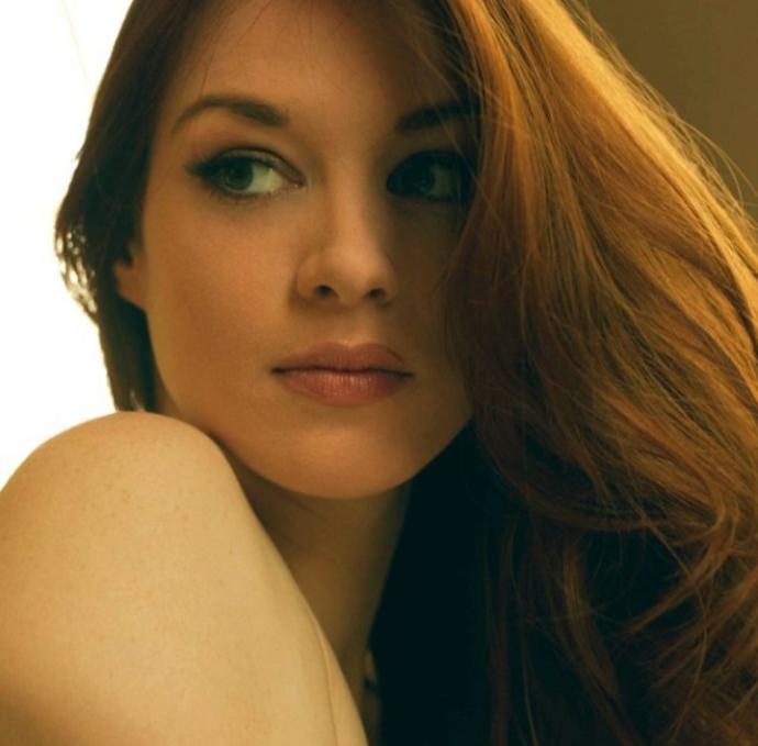 Dünyada bundan daha güzel bir kadın var mıdır?