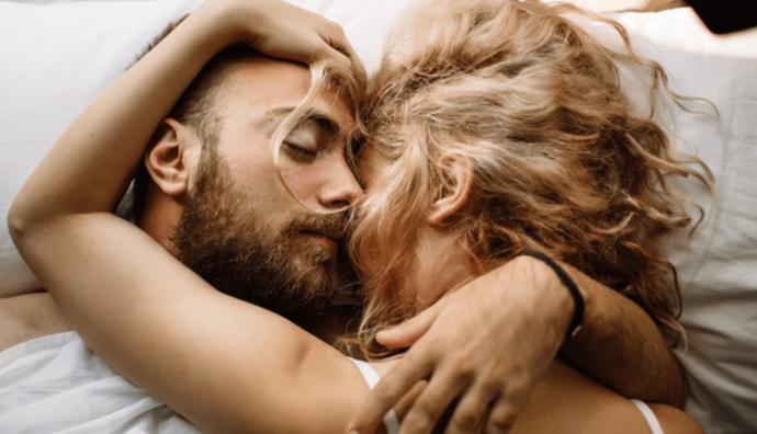 Aşkı en iyi ve dolu dolu kadınlar mı erkekler mi yaşar?