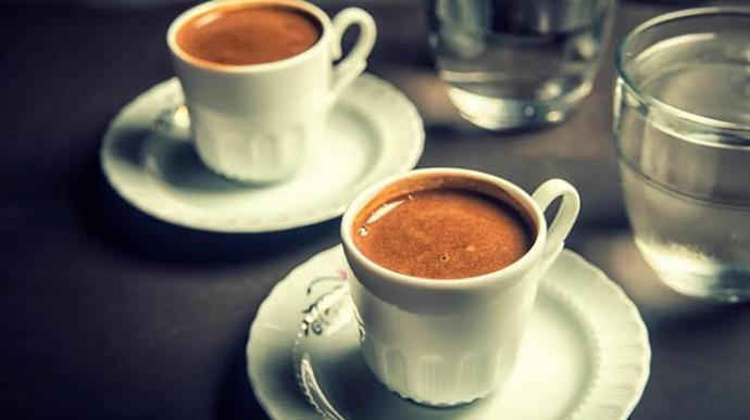 Alışveriş merkezinde veya herhangi bir yerde karşı cins birini gördünüz beğendiniz bir yerde oturup kahve içmek istedi?