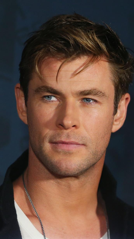 Chris Hemsworth mu Keanu Reeves mi?