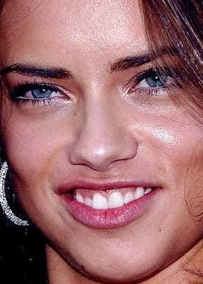 Adriana Lima (Dişleri kötü ama teni iyi yine diğerlerine nazaran)