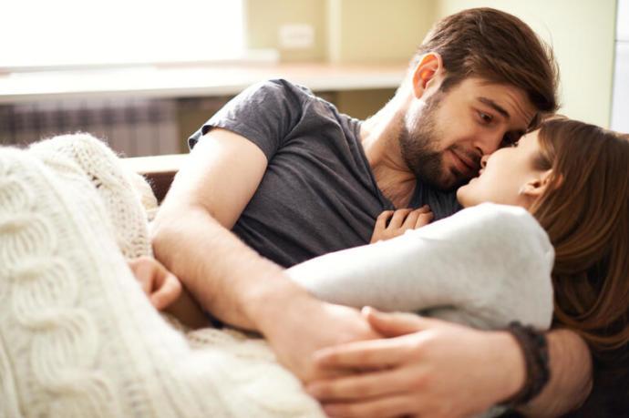 Erkek seviyorsa nasıl sevişir, seven erkek sizce nasıl sevişir?