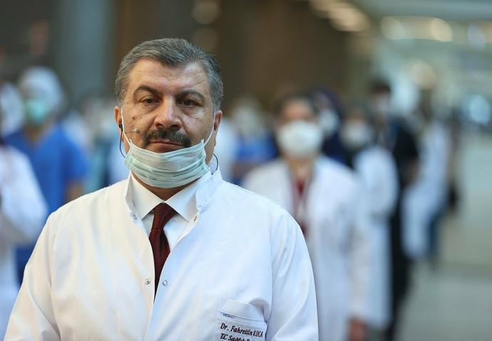 Sağlık çalışanları sosyal medyada Fahrettin Kocanın i̇stifasını i̇stiyor! Fahrettin Koca istifa etmeli mi?