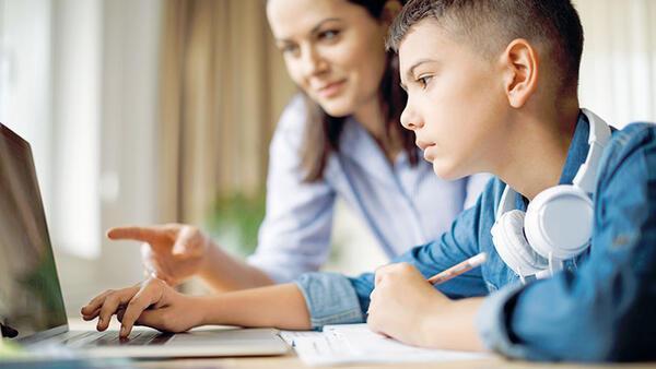 Uzaktan eğitim sürecinde çocuklara nasıl destek olabiliriz? Ebeveynlerin yapması gerekenler nelerdir?