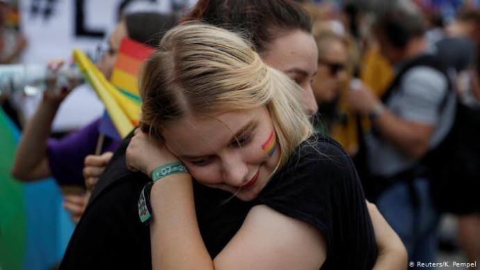 Feminizm sizin için neyi ifade eder? Eşcinsel olmasanızda LGBT'yi destekler misiniz yoksa bu sizi iğrendirir mi?🏳️🌈?